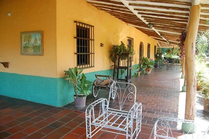 Casa Carabobo>Valencia>Sabana del Medio - Venta:60.000 Precio Referencial - codigo: 16-9964