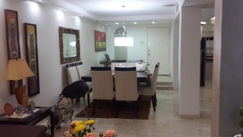 Townhouse Zulia>Maracaibo>Fuerzas Armadas - Venta:201.539.000.000 Precio Referencial - codigo: 16-10077