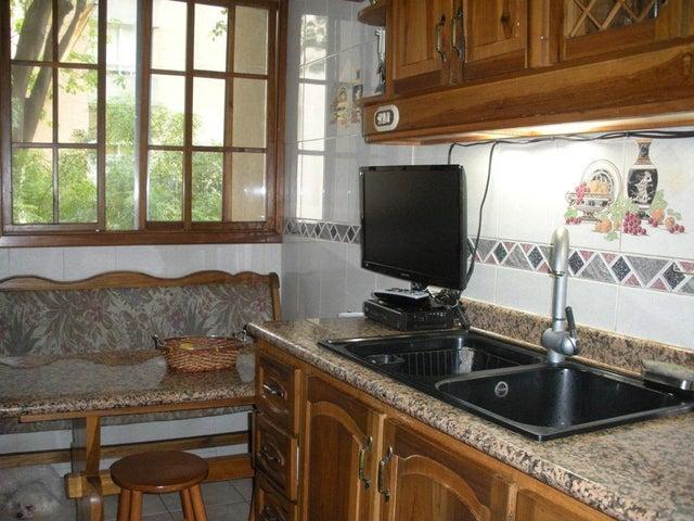 Apartamento Distrito Metropolitano>Caracas>El Rosal - Venta:32.710.000.000 Bolivares Fuertes - codigo: 16-10173