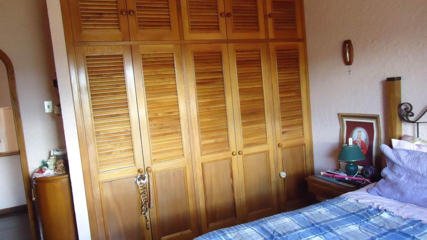 Casa Miranda>San Antonio de los Altos>Altos de la Peña - Venta:365.542.000.000 Precio Referencial - codigo: 16-10201