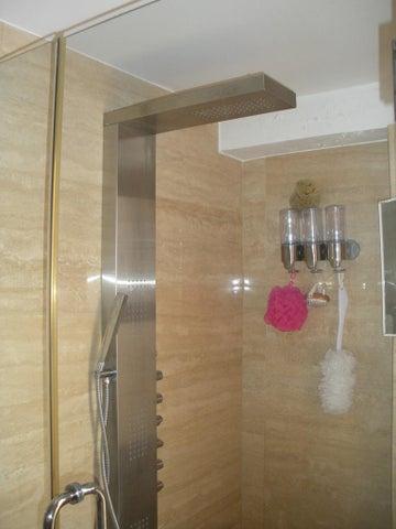 Apartamento Distrito Metropolitano>Caracas>Las Esmeraldas - Venta:89.998.000.000 Bolivares Fuertes - codigo: 16-10285