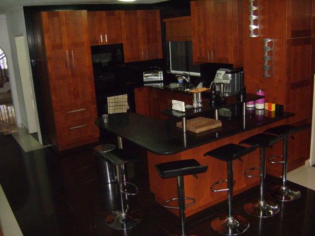 Casa Miranda>Los Teques>Colinas de Carrizal - Venta:101.678.000.000 Precio Referencial - codigo: 16-10568