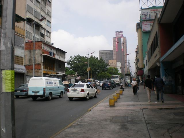 Local Comercial Distrito Metropolitano>Caracas>Parroquia La Candelaria - Venta:27.627.000.000 Bolivares - codigo: 16-10415