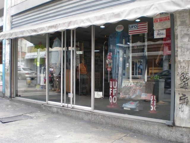 Local Comercial Distrito Metropolitano>Caracas>Parroquia La Candelaria - Venta:76.258.000.000 Precio Referencial - codigo: 16-10415