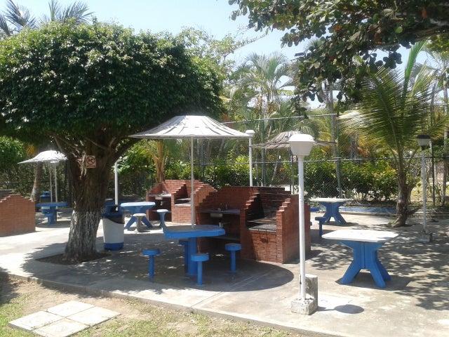 Apartamento Miranda>Higuerote>Agua Sal - Venta:4.144.000.000 Bolivares Fuertes - codigo: 16-10466
