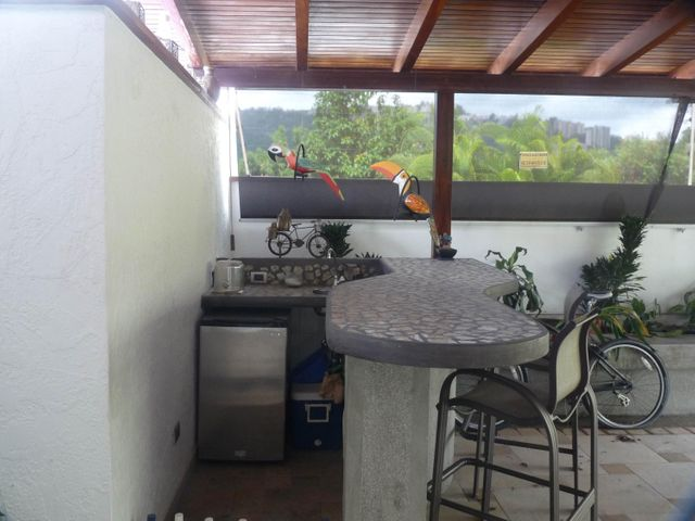 Casa Distrito Metropolitano>Caracas>El Cafetal - Venta:110.510.000.000 Bolivares - codigo: 16-10866