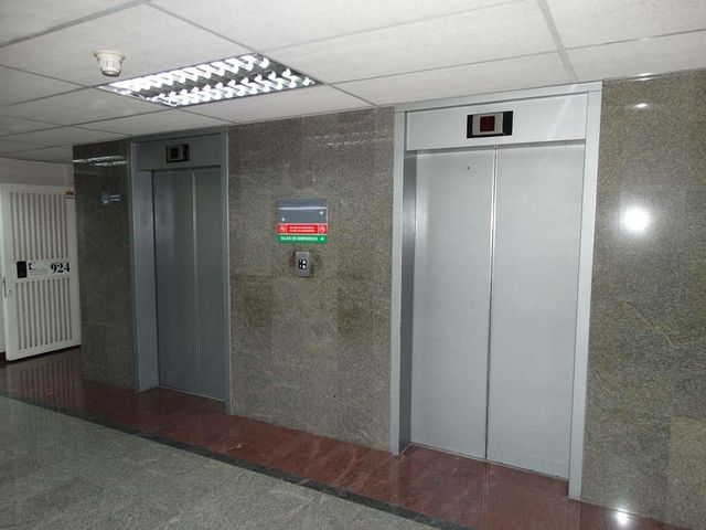 Local Comercial Distrito Metropolitano>Caracas>El Rosal - Venta:34.641.000.000 Bolivares - codigo: 16-11943
