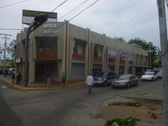Local Comercial Zulia>Ciudad Ojeda>Avenida Bolivar - Venta:808.000.000 Bolivares - codigo: 16-11355