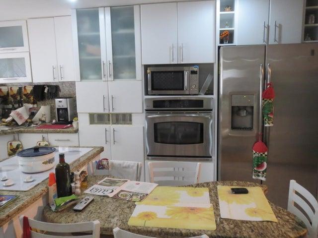 Apartamento Distrito Metropolitano>Caracas>Miranda - Venta:50.650.000.000 Bolivares Fuertes - codigo: 16-12289