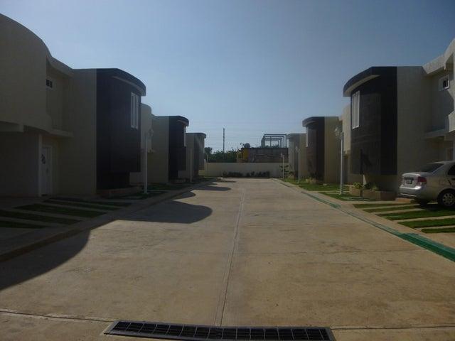 Townhouse Zulia>Ciudad Ojeda>La 'L' - Venta:4.526.000.000 Bolivares - codigo: 15-10588