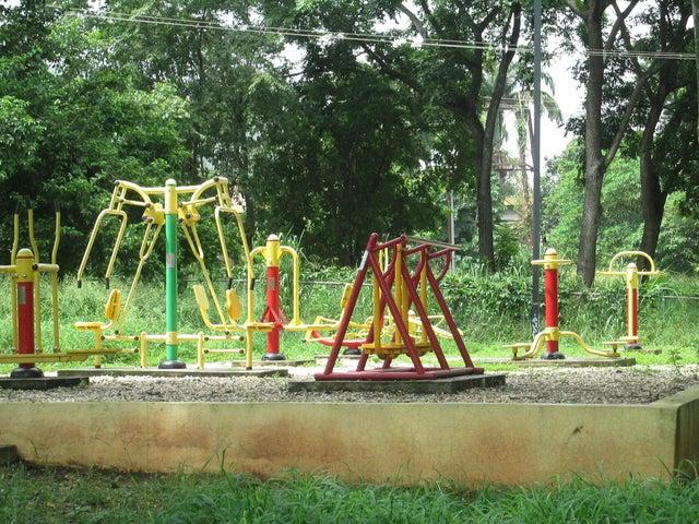 Townhouse Carabobo>Municipio Naguanagua>El Rincon - Venta:15.000 Precio Referencial - codigo: 16-11567