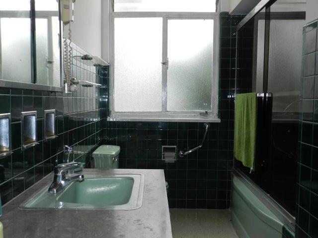 Apartamento Distrito Metropolitano>Caracas>El Bosque - Venta:24.895.000.000 Bolivares Fuertes - codigo: 16-11579