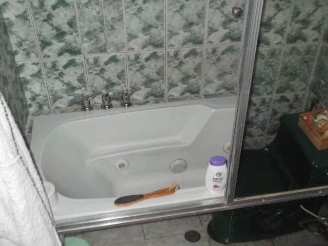 Apartamento Miranda>Guarenas>Nueva Casarapa - Venta:51.279.000.000 Precio Referencial - codigo: 16-11589