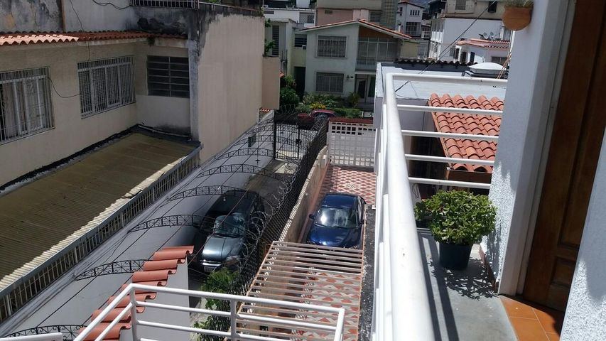 Casa Distrito Metropolitano>Caracas>La California Norte - Venta:46.545.000.000 Bolivares - codigo: 16-11637