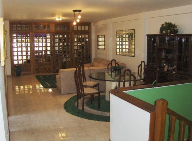 Casa Miranda>Los Teques>Macarena Sur - Venta:40.737.000.000 Bolivares - codigo: 16-11642
