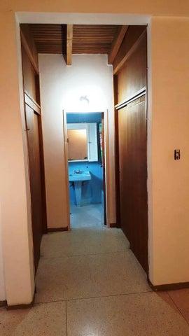 Casa Distrito Metropolitano>Caracas>Macaracuay - Venta:33.948.000.000 Bolivares - codigo: 16-11833