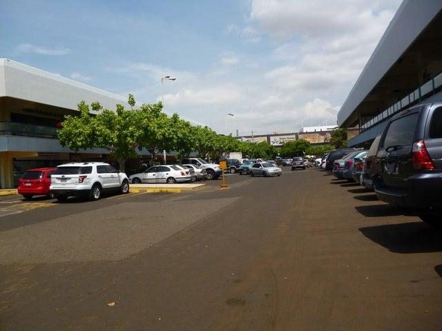 Local Comercial Zulia>Maracaibo>Avenida Delicias Norte - Venta:2.025.000.000 Bolivares - codigo: 16-11787