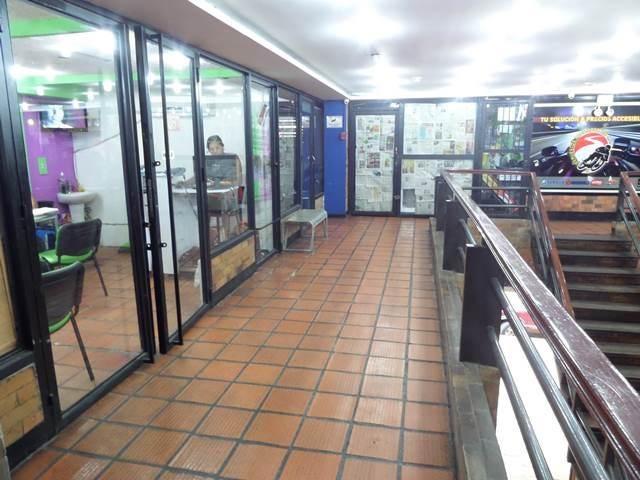 Local Comercial Distrito Metropolitano>Caracas>Parroquia La Candelaria - Venta:1.039.236.000.000 Bolivares - codigo: 16-11870