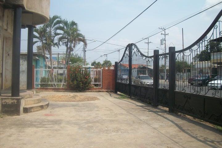 Casa Zulia>Ciudad Ojeda>Avenida Vargas - Venta:13.579.000.000 Bolivares - codigo: 15-13327