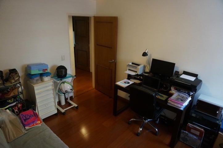 Apartamento Distrito Metropolitano>Caracas>Los Palos Grandes - Venta:5.880.000.000 Bolivares Fuertes - codigo: 16-11917