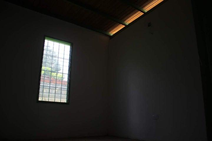 Casa Miranda>Tacarigua>Tacarigua - Venta:226.000.000 Bolivares - codigo: 16-12147