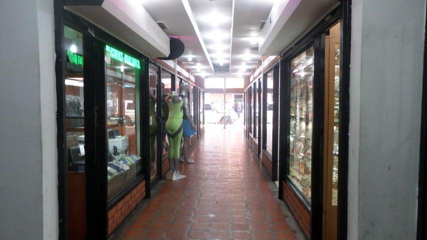 Local Comercial Distrito Metropolitano>Caracas>Parroquia La Candelaria - Venta:4.526.000.000 Bolivares - codigo: 16-11951