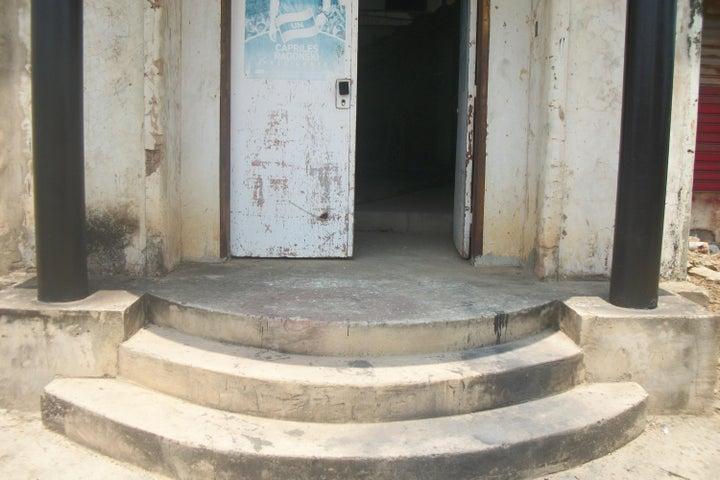 Casa Zulia>Ciudad Ojeda>Avenida Vargas - Venta:40.000 US Dollar - codigo: 15-13327