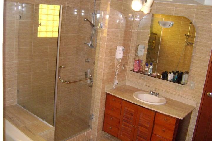 Casa Miranda>San Antonio de los Altos>Parque el Retiro - Venta:140.467.000.000 Precio Referencial - codigo: 16-11982