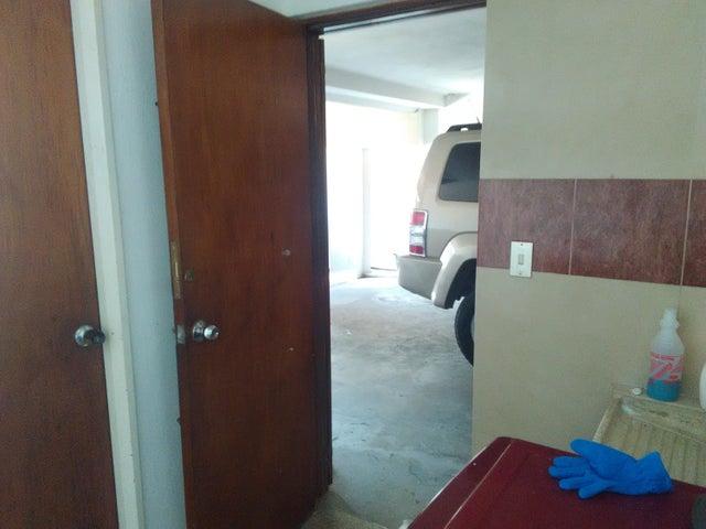 Casa Distrito Metropolitano>Caracas>Los Palos Grandes - Venta:305.033.000.000 Precio Referencial - codigo: 16-12087