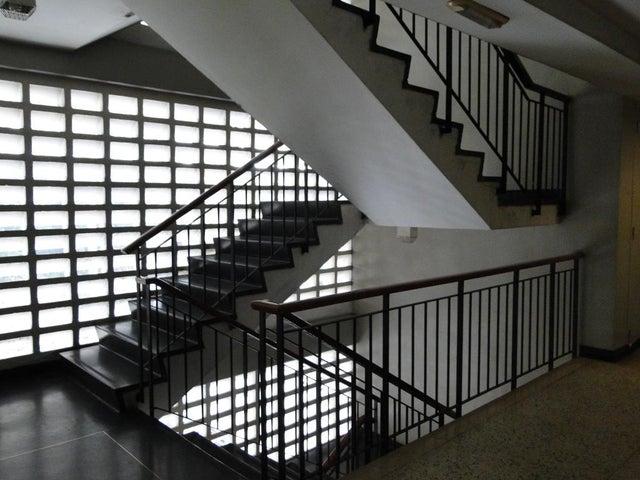 Oficina Distrito Metropolitano>Caracas>Sabana Grande - Venta:88.236.000.000 Precio Referencial - codigo: 16-12125