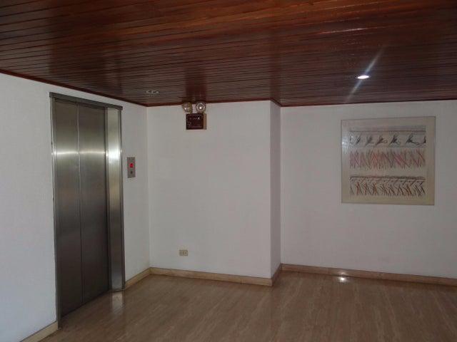 Apartamento Distrito Metropolitano>Caracas>Valle Arriba - Venta:600.000 Precio Referencial - codigo: 16-12199
