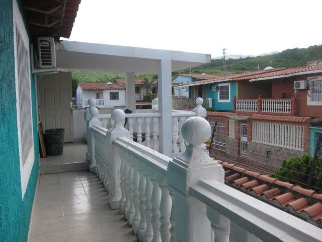 Townhouse Miranda>Charallave>Betania - Venta:23.500.000.000 Bolivares - codigo: 16-12325