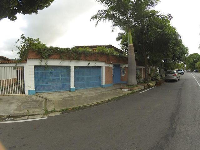 Casa Distrito Metropolitano>Caracas>Prados del Este - Venta:134.360.000.000 Precio Referencial - codigo: 16-12332