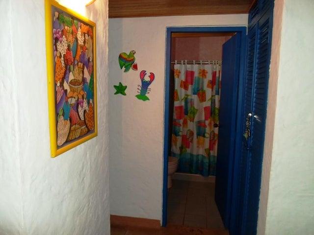 Townhouse Nueva Esparta>Margarita>El Tirano - Venta:18.778.000.000 Precio Referencial - codigo: 16-12546