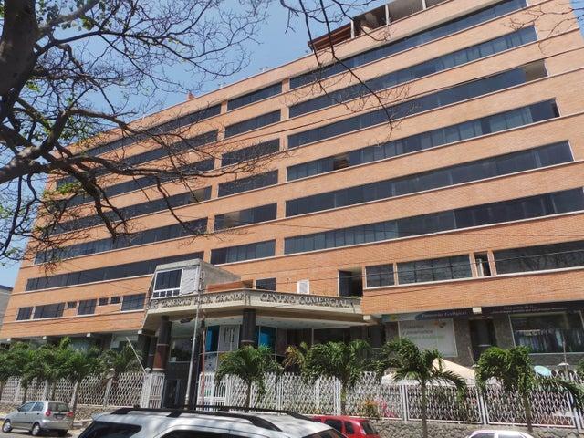 Apartamento Vargas>Catia La Mar>Playa Grande - Venta:136.000 Precio Referencial - codigo: 16-12629