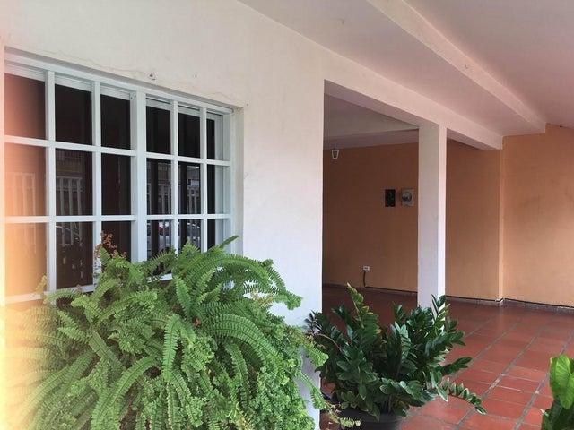 Casa Falcon>Punto Fijo>Judibana - Venta:11.511.000.000 Bolivares - codigo: 16-12951