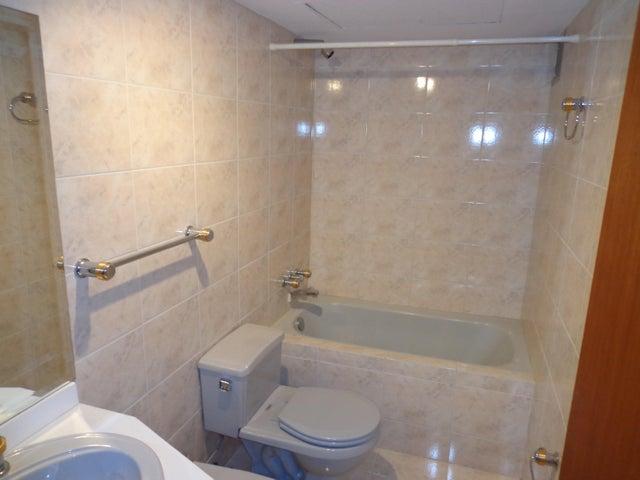 Apartamento Distrito Metropolitano>Caracas>Alto Hatillo - Venta:334.152.000.000 Precio Referencial - codigo: 16-13006