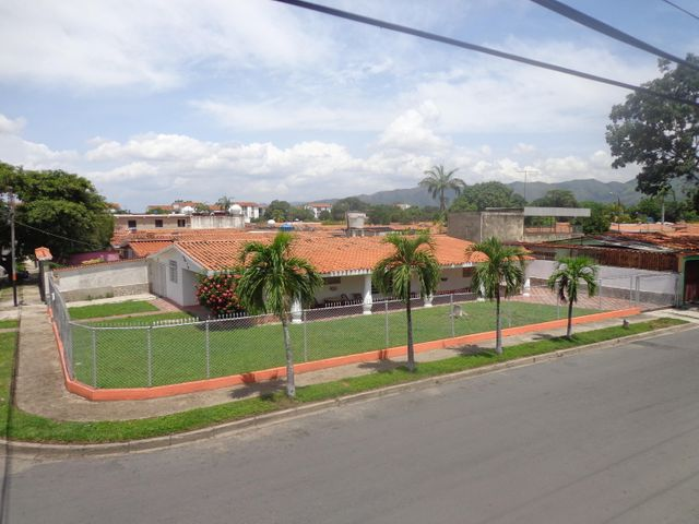 Casa Carabobo>Guacara>Ciudad Alianza - Venta:9.532.000.000 Precio Referencial - codigo: 16-13081