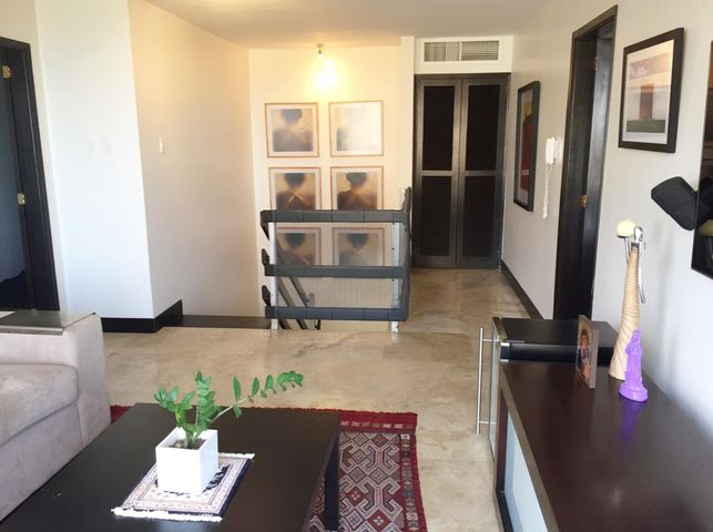 Apartamento Zulia>Maracaibo>Avenida El Milagro - Venta:10.920.000.000  - codigo: 16-13253