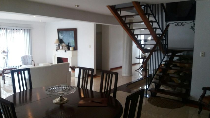 Casa Distrito Metropolitano>Caracas>El Marques - Alquiler:470.000.000 Bolivares - codigo: 16-13301