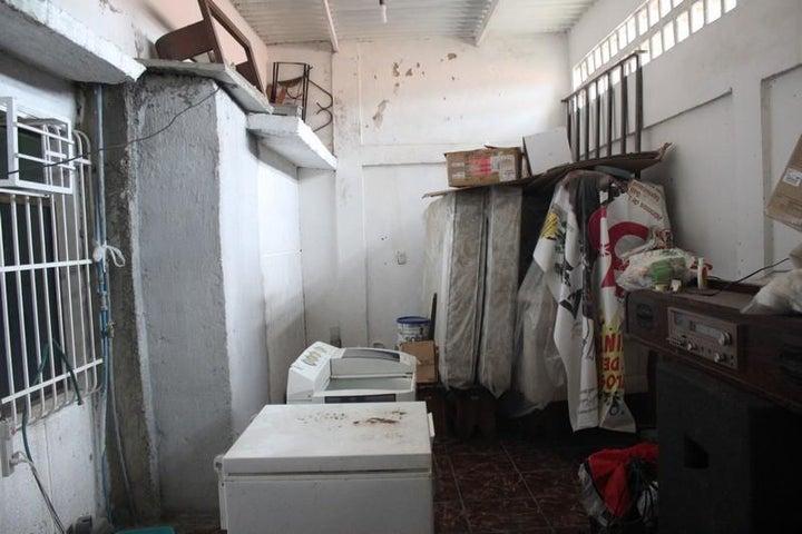 Casa Miranda>Cua>Colinas de Sta Barbara - Venta:3.464.000.000 Bolivares - codigo: 16-13412