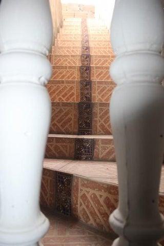 Casa Miranda>Cua>Colinas de Sta Barbara - Venta:15.000 Precio Referencial - codigo: 16-13412