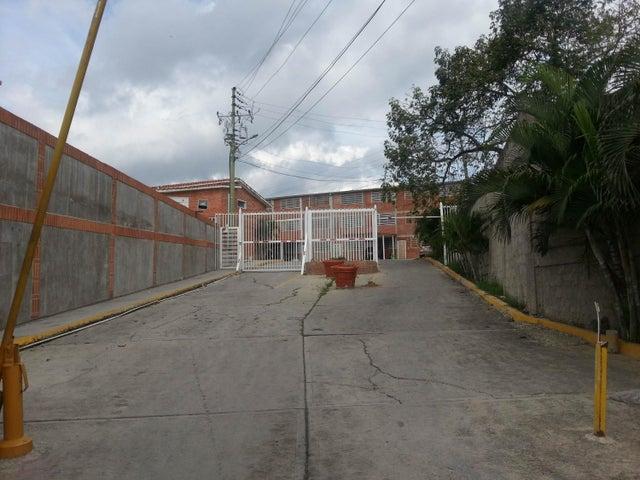 Townhouse Miranda>Guatire>Bonaventure Country - Venta:2.481.000.000 Bolivares - codigo: 16-13426