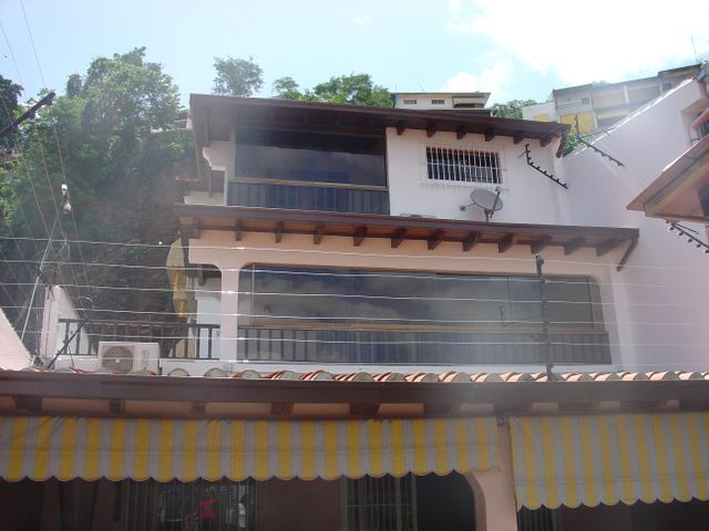 Casa Distrito Metropolitano>Caracas>Colinas de Santa Monica - Venta:103.603.000.000 Bolivares - codigo: 16-13428