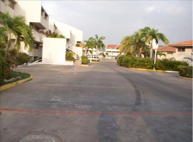 Apartamento Anzoategui>Lecheria>Complejo Turistico EL Morro - Venta:253.388.000.000 Precio Referencial - codigo: 16-13466