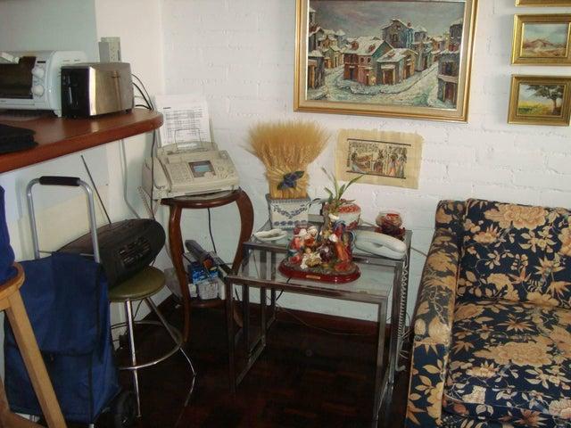 Apartamento Distrito Metropolitano>Caracas>Prado Humboldt - Venta:11.778.000.000 Bolivares Fuertes - codigo: 16-13597