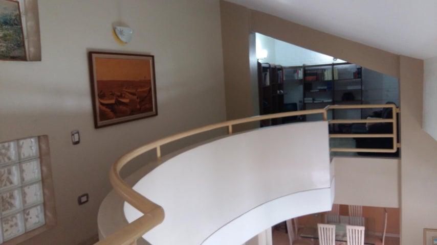 Apartamento Distrito Metropolitano>Caracas>Los Dos Caminos - Venta:250.000 Precio Referencial - codigo: 16-13756