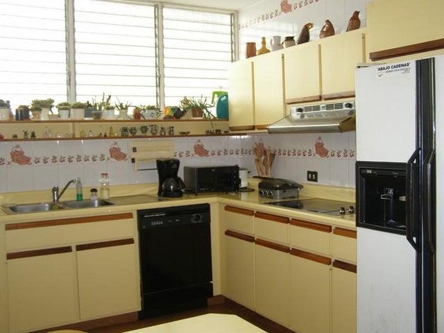 Casa Distrito Metropolitano>Caracas>Los Naranjos del Cafetal - Venta:152.681.000.000 Precio Referencial - codigo: 16-13700