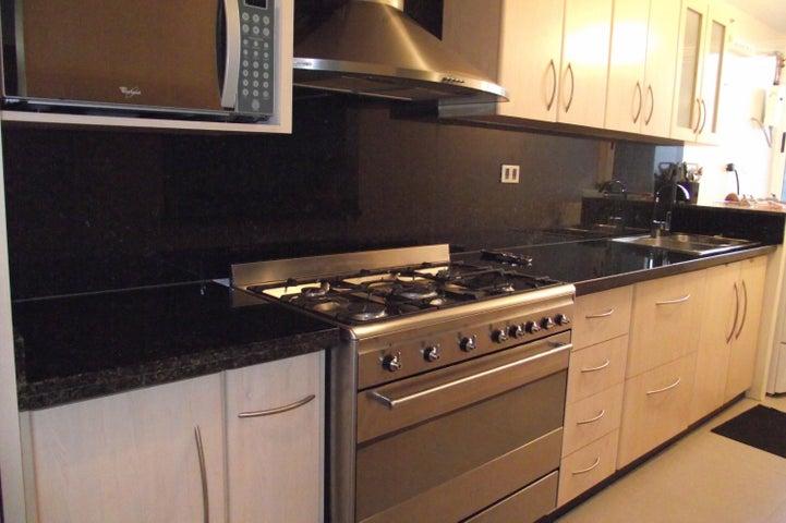 Apartamento Distrito Metropolitano>Caracas>Colinas de La Tahona - Venta:135.000 Precio Referencial - codigo: 16-13658