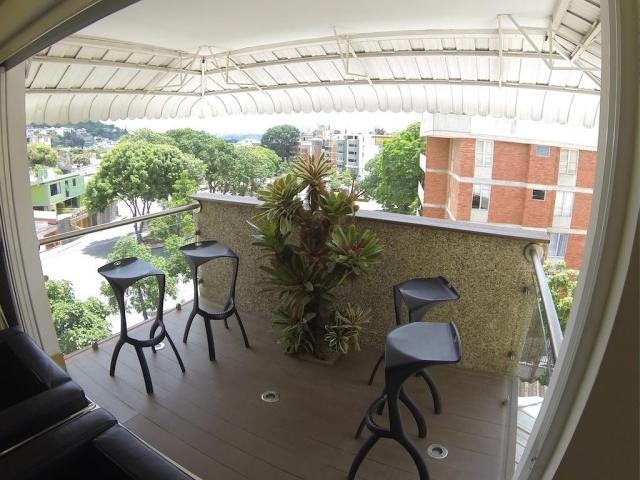 Apartamento Distrito Metropolitano>Caracas>Cumbres de Curumo - Venta:34.534.000.000 Bolivares Fuertes - codigo: 16-13753